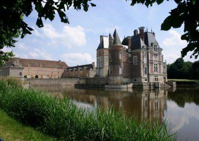 Chateau et etang credit Patrick ANTZAMIDAKIS Copier 1