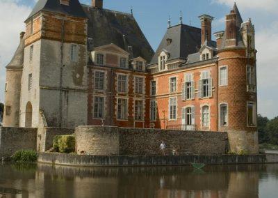 facade 17eme chateau de La Bussiere Copier